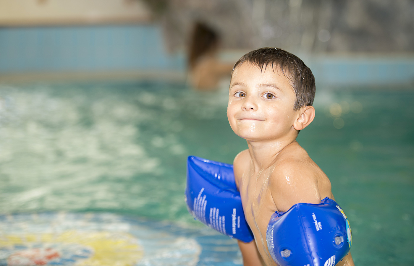 A child in the pool of Hotel Alpino